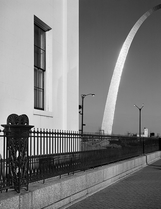 /product//the-old-courthouse-and-the-arch/