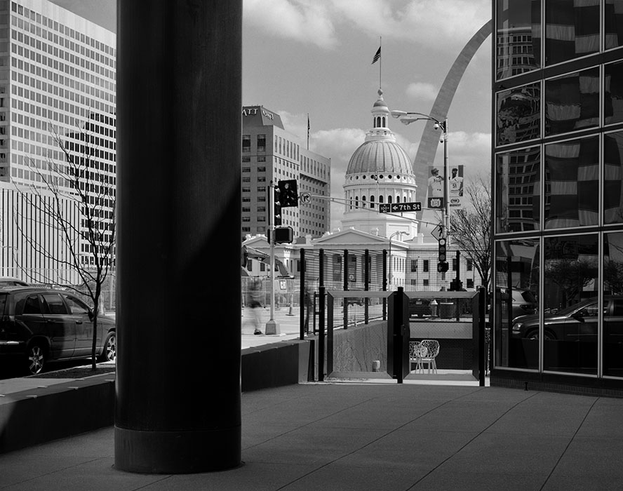 /product//the-old-courthouse-and-the-arch-from-the-laclede-gas-building/