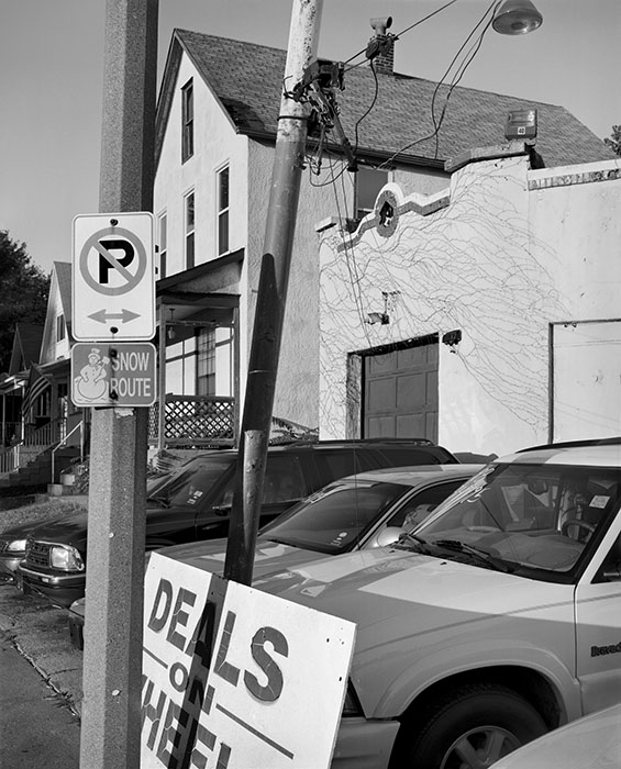 /product//deals-on-wheels-used-car-lot-maplewood-2004/