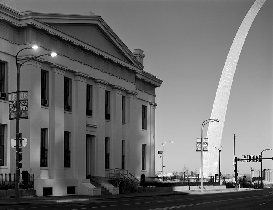 /product//the-arch-and-old-courthouse-2016/