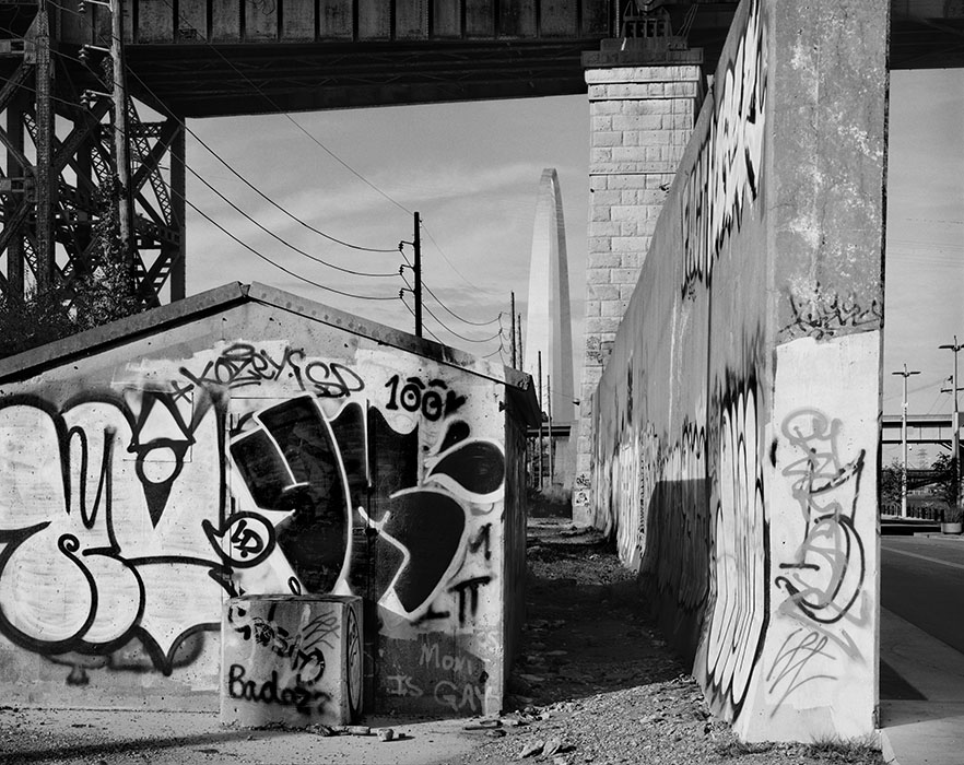 /product//graffiti-flood-wall-and-the-arch-chouteaus-landing-2017/